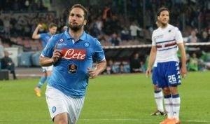 Higuaín reengancha al Nápoles en la lucha por la Champions