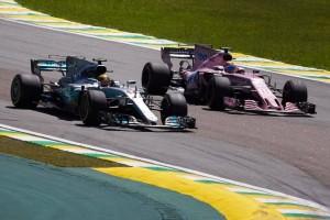 """F1, Mercedes - Hamilton stufo: """"Tre motori a stagione? Assurdo"""""""