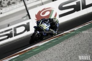 Andrea Iannone marca las pautas en una FP2 accidentada