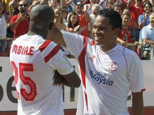 Bacca marcó y falló penal con el Sevilla