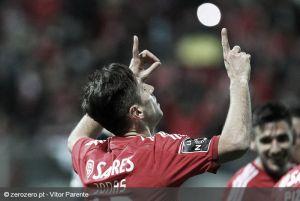 Al Benfica le cuesta pero gana