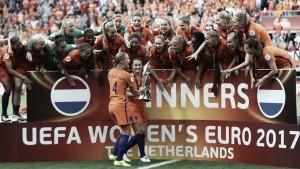 Em direção oposta aos homens, Seleção Holandesa de futebol feminino tem ano fantástico