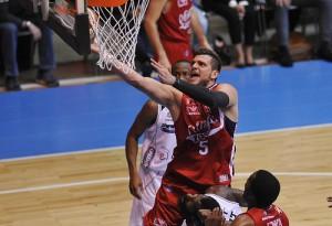 Basket, Serie A Beko: Milano rimonta, rischia la beffa nel finale ma fa 2-0