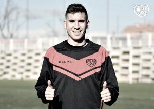 Adrián Carrasco aterriza en Vallecas