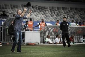 """Mano elogia apoio dos torcedores na virada do Cruzeiro sobre América-MG: """"Foram brilhantes"""""""