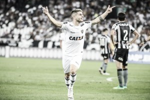Luan entra, muda panorama da partida e Atlético-MG goleia Botafogo no Engenhão