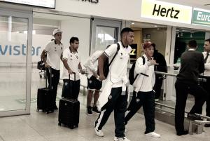 Fluminense chega no Uruguai e recebe apoio de torcedores no desembarque