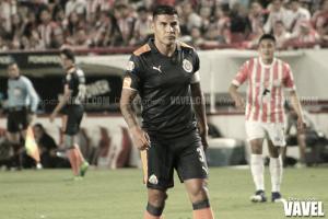 Carlos Salcido renueva seis meses más con Chivas