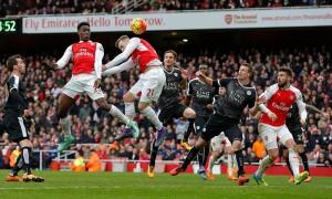 Leicester craque et redonne espoir à Arsenal