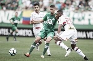 Em situações opostas, São Paulo recebe Chapecoense e mira vaga na Libertadores