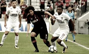 Atlético-PR vence Fluminense de virada e se aproxima do G-6