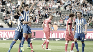Atacante australiano Leckie marca dois e Hertha bate Stuttgart na abertura da Bundesliga