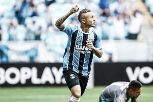 """Everton faz dois para Grêmio virar, mas freia pedidos de titularidade: """"Conquistar meu espaço"""""""