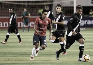 Em jogo nervoso, Vasco sofre três gols em quinze minutos, mas se classifica nos pênaltis