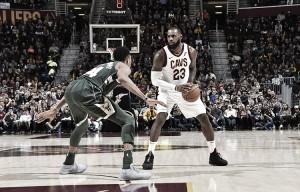 Antetokounmpo brilha, mas Cavaliers batem Bucks e encerram sequência de derrotas em casa