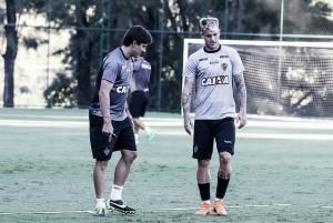 Com a ausência de titulares, Thiago Larghi faz mistério em treino do Atlético-MG