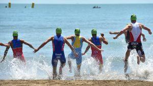 Dura carrera para los triatletas españoles en Bakú