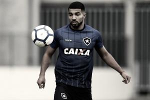 Desejado no Fluminense, Aguirre pode estrear pelo Botafogo no Clássico Vovô
