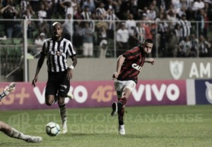Atlético-PR suporta pressão, marca no fim e vence Atlético-MG no Independência