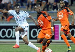 Moukandjo le da al Reims los tres puntos con mucha polémica
