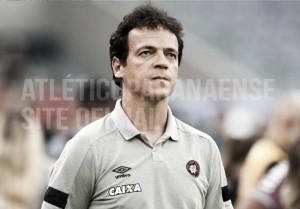 """Diniz valoriza atuação do Atlético-PR apesar de revés: """"Não concordo que equipe fez partida ruim"""""""