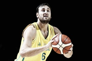 Andrew Bogut assina com Los Angeles Lakers por um ano