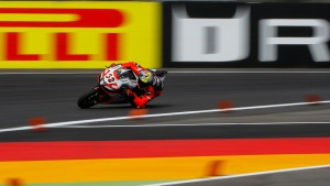 SBK, Lausitzring: Torres comanda le FP1, Savadori in testa nelle FP2
