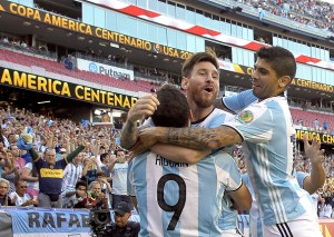 Messi guía a Argentina a semifinales