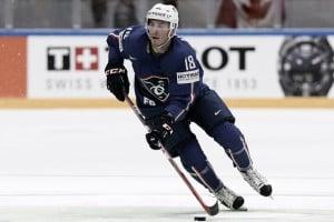 Los NJ Devils fichan al defensa francés Yohann Auvitu