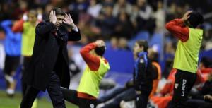 Sevilla FC 2011: Enmendar el rumbo