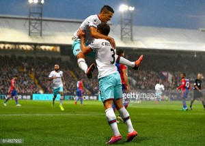 """Aaron Cresswell backs Manuel Lanzini to take up """"No10 role"""" at West Ham"""