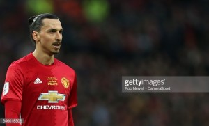 Zlatan Ibrahimović signs a new one-year contract with Manchester United