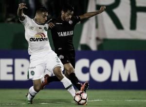 Por sobrevivência na Libertadores, Chapecoense encara Lanús em duelo decisivo