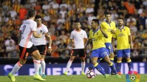 Los horrores defensivos condenan al Valencia
