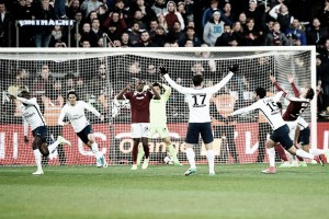 PSG vence Metz com gol no último lance e segue próximo ao líder Monaco