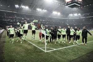 Ajax marca na prorrogação, elimina Schalke 04 e quebra jejum de 20 anos
