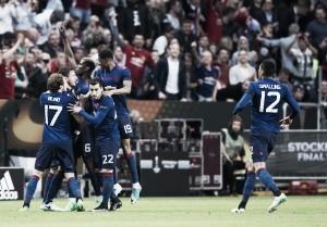 United derrota Ajax, conquista título inédito da Uefa Europa League e retorna à Champions