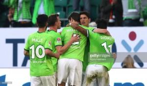 VfL Wolfsburg 1-0 Eintracht Braunschweig: Gomez penalty gives Wolves the edge in play-off