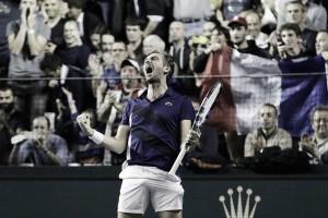 ATP Paris: Julien Benneteau defeats David Goffin to keep dream alive