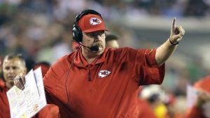Andy Reid sale victorioso de su vuelta a Philadelphia