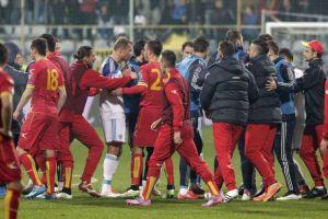 Qualificazioni Euro 2016, Montenegro - Russia: fumogeni e risse, sospensione obbligata