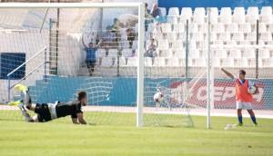 Espinosa da el triunfo al Melilla 'in extremis'