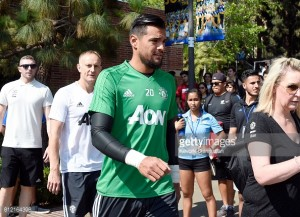 Sergio Romero extends Manchester United stay until 2021