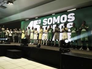 Em aniversário de 45 anos, Chapecoense divulga novo uniforme para temporada 2018