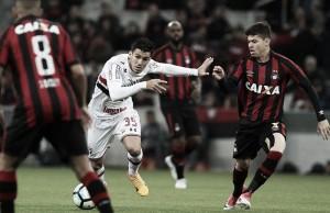 Jogo São Paulo x Atlético-PR resultado Campeonato Brasileiro 2017 (2-1)