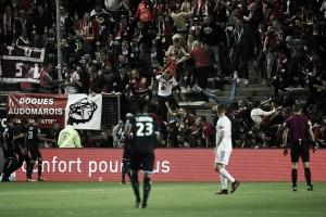 Grade desaba e torcedores do Lille ficam feridos em jogo com Amiens; partida é suspensa
