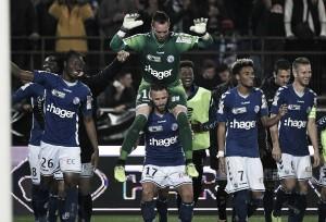 Nos pênaltis, Strasbourg derrota Saint-Étienne e se classifica na Copa da Liga Francesa
