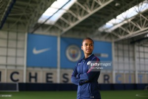 Nikita Parris signs new deal with Manchester City