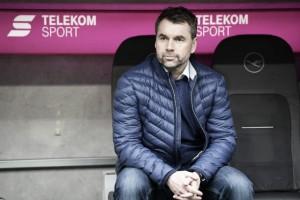 """Técnico do Hamburgo, Bernd Hollerbach lamenta goleada: """"Não é um futebol que quero assistir"""""""