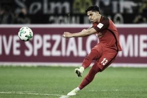 Pré-convocado do México para Copa, zagueiro Carlos Salcedo renova permanência no Frankfurt